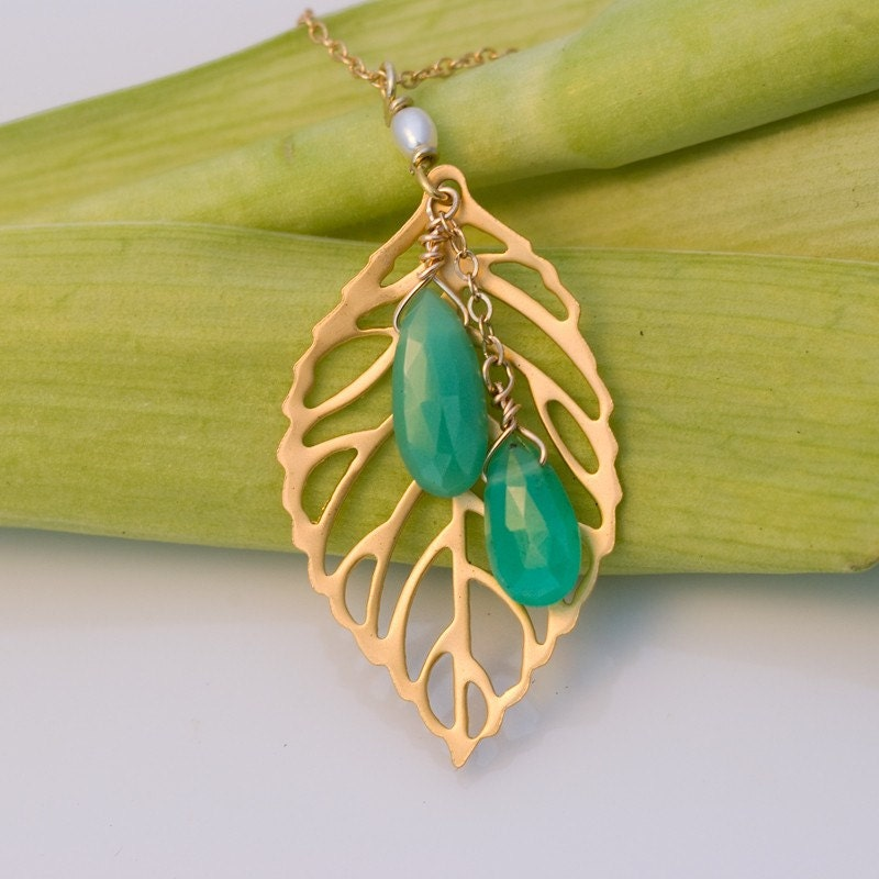 Stunning 16k gold plated leaf necklace with faceted Chrysoprase drops in 14k gold filled chain