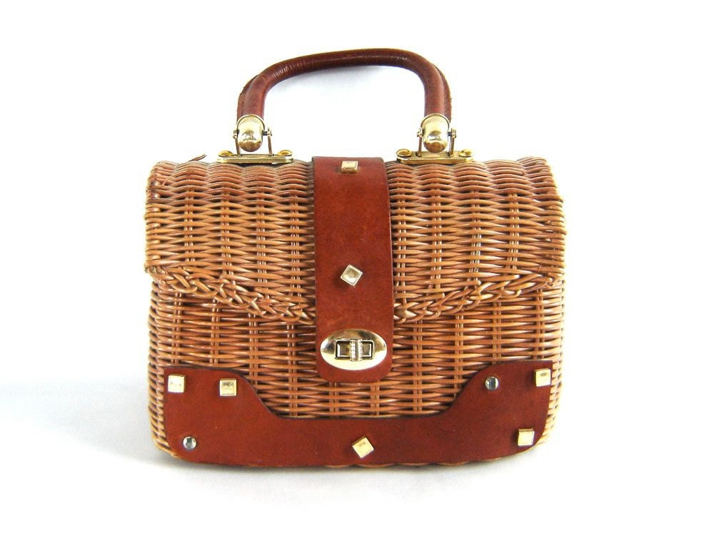 SUNDAY DRIVE. Vintage 60s Basket Purse with Leather Trim.
