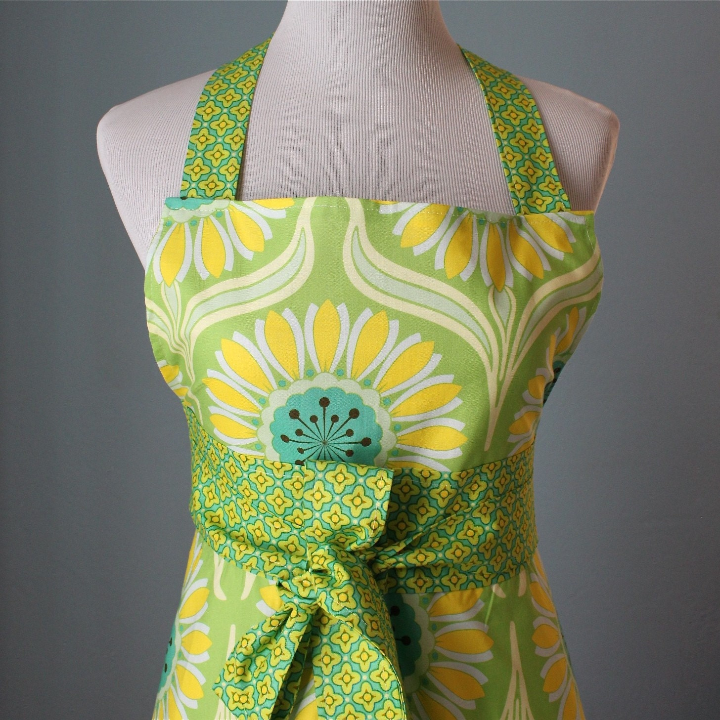 Pop Daisy Full Apron with Heather Bailey Fabric for Women
