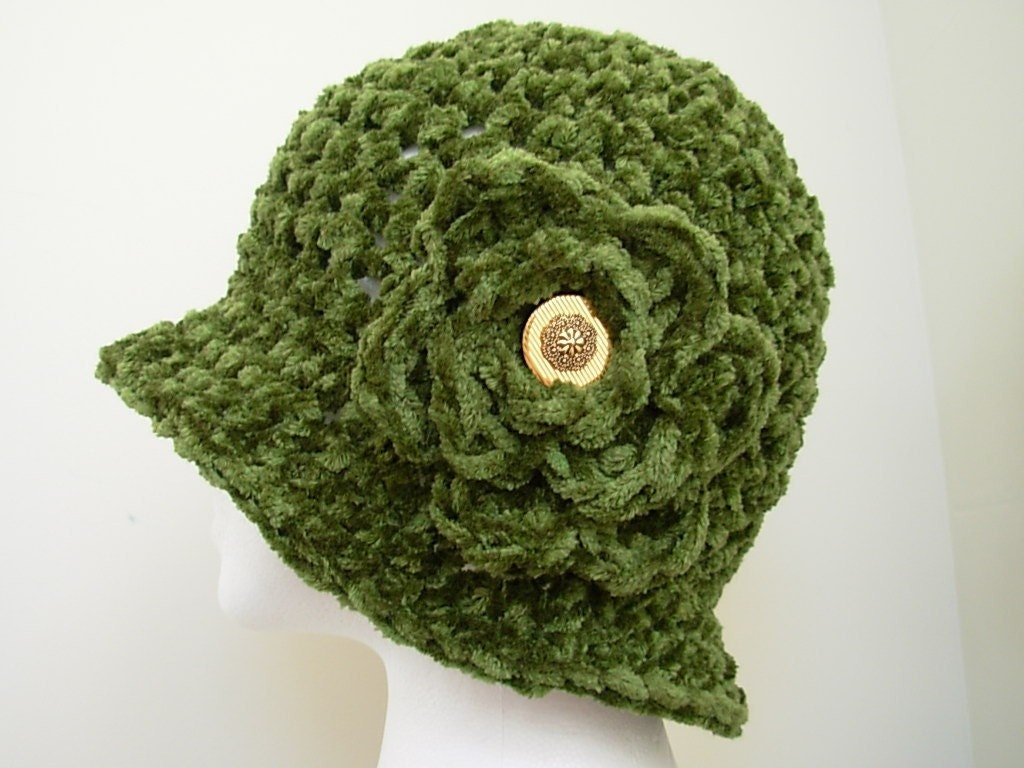 Green Crocheted Brimmed Cloch Hat with Detachable Flower Flapper Style
