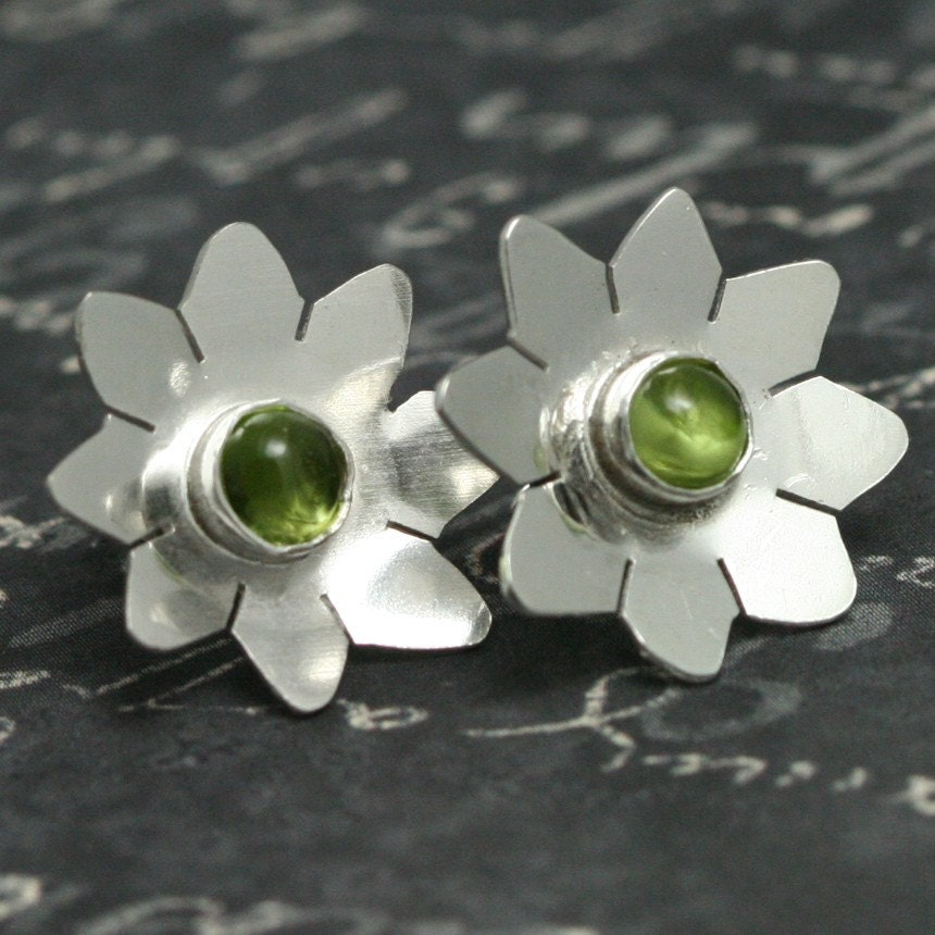 Flower Stud Earrings f09e070 by lavajewelry on Etsy : august birthstone