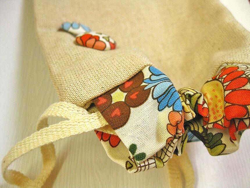 Цветочные с Ткань Кнопки Detail - Drawstring Сумка в японском стиле Zakka