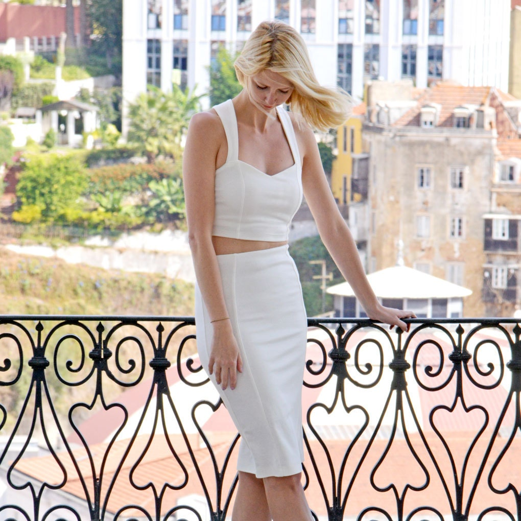 Stretchy Elegant Womens Bodycon White Pencil Skirt with a High Waist. Smart Body Contour Knee Length Fitted Skirt with Kick Pleat