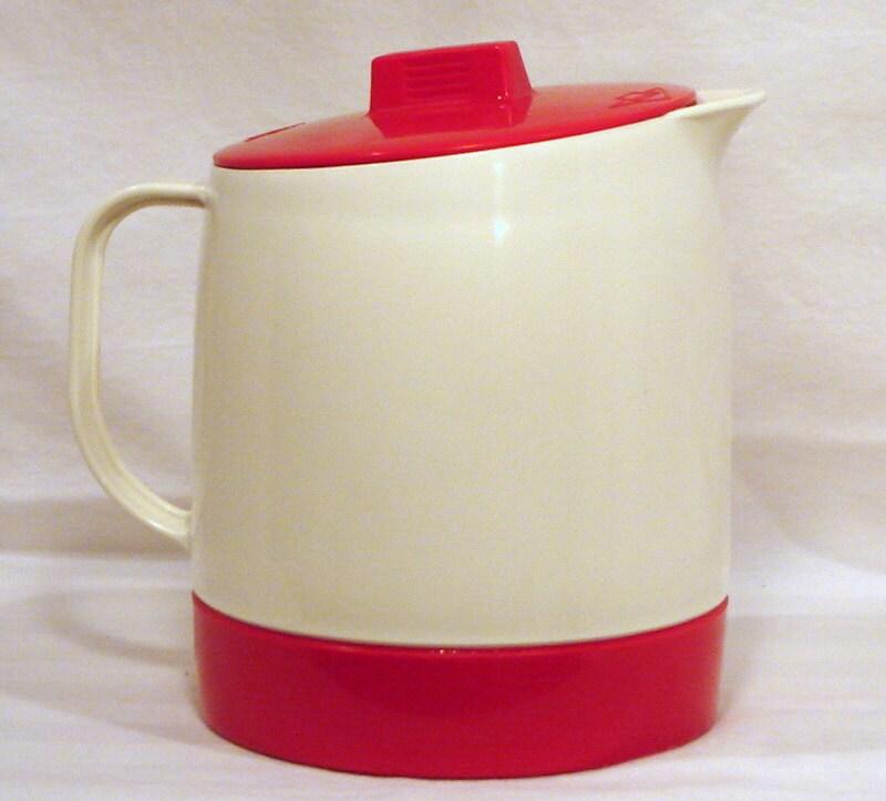 Retro kitchen decor red kitchen accessories mid century - Red kitchen decor accessories ...