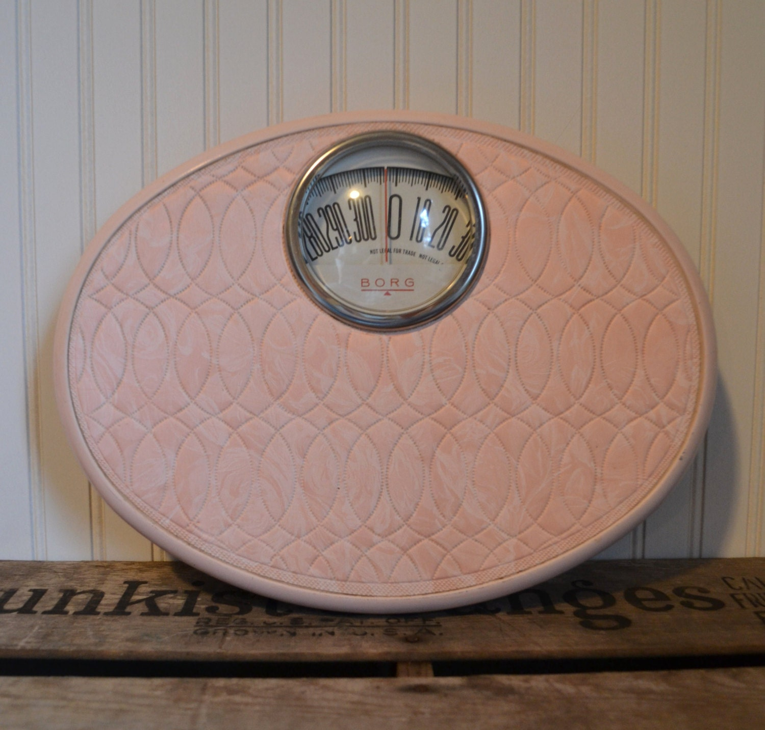 Vintage pretty in pink borg bathroom scale by silkcreekgallery for Borg bathroom scale