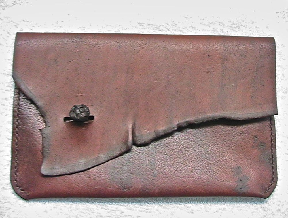 Leather envelope sleeve for an electronic reader. - WoodBoneAndStone