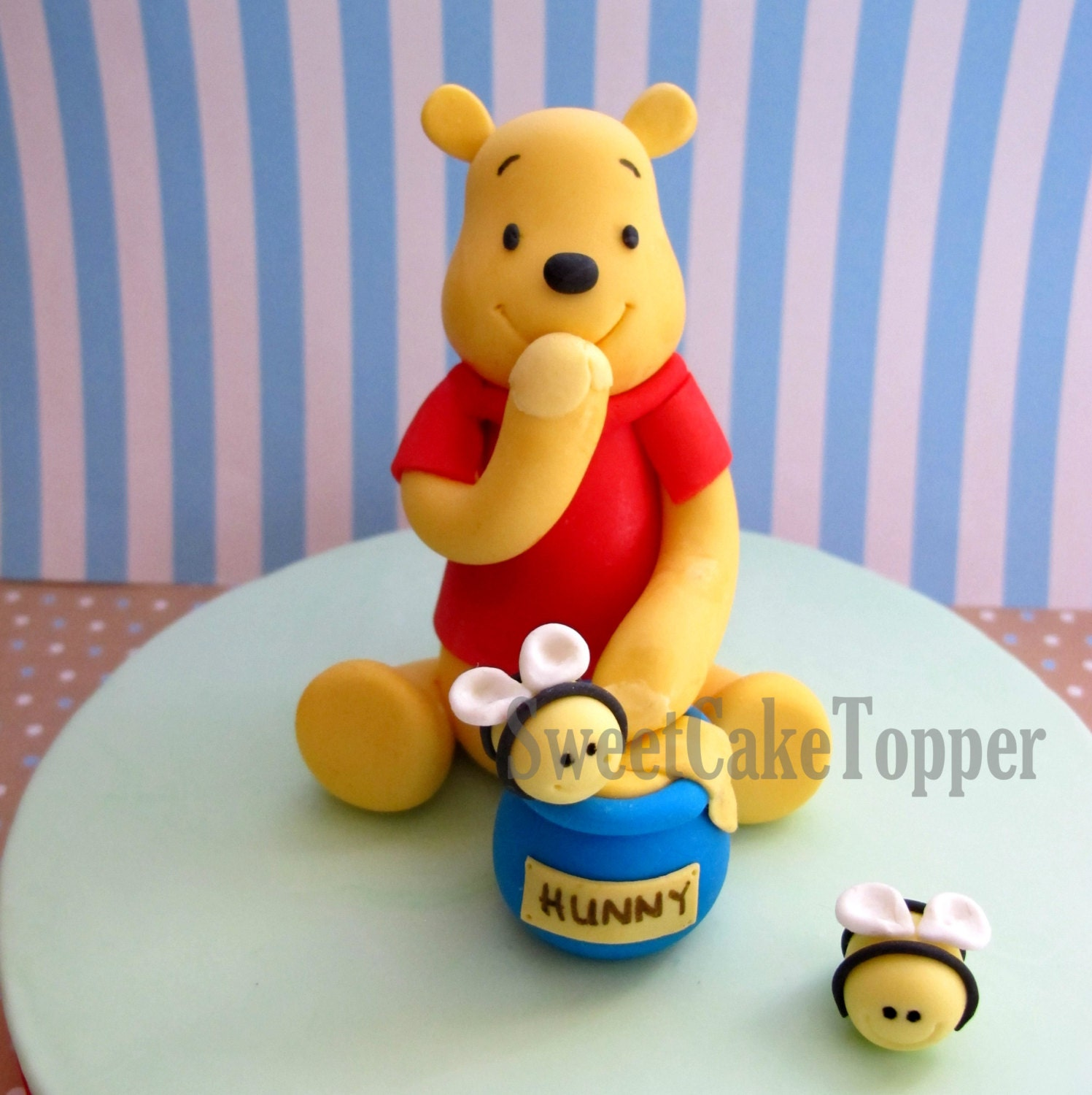 Items similar to Winnie the Pooh Inspired Fondant Cake ...