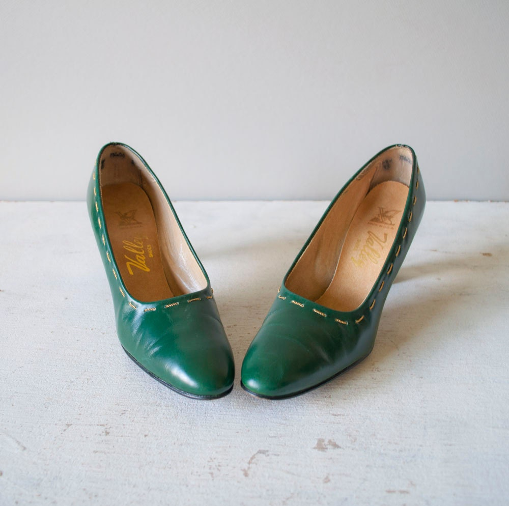 Pine Leather Pumps by MariesVintage pine green heels shoes accessories