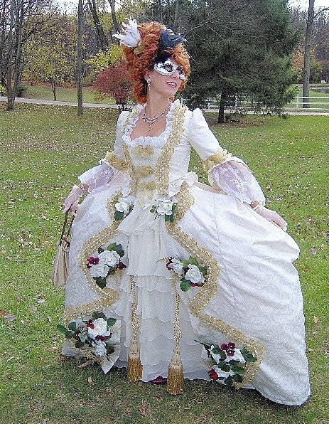One Adult colonial costume Women for