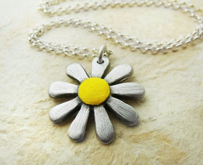 Handmade daisy necklace in silver and concrete