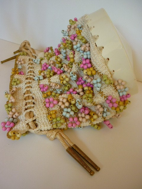 VTG 1930s Crochet Drawstring Bag with pastel wooden beads