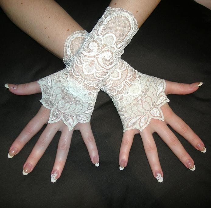 ROMANTIC ORCHID ivory bridal french lace cuffs