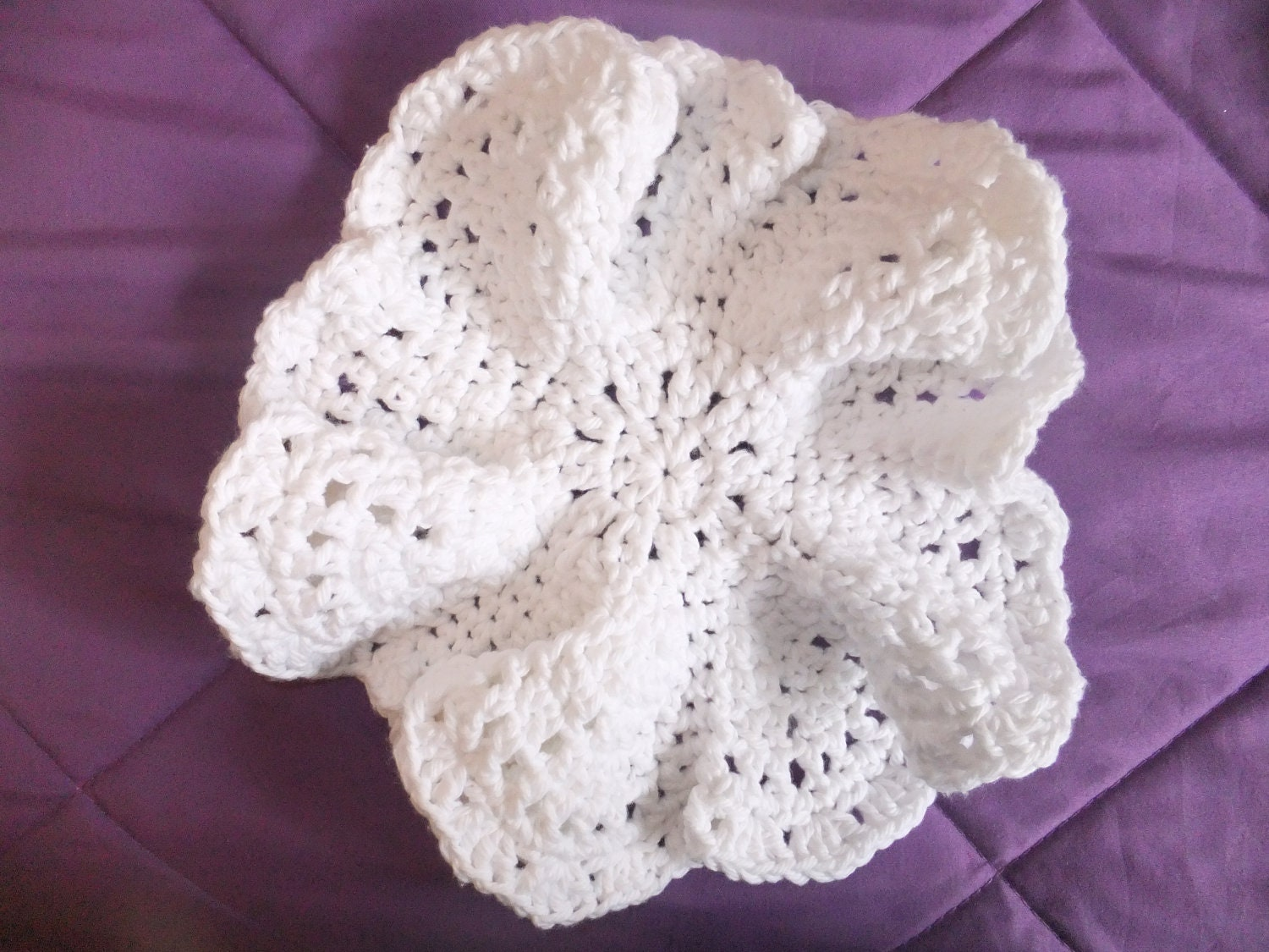 Flower Power Crochet Dishcloth Pattern by LanaSchulliDesigns