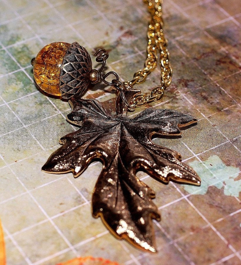 Perpetual Fall Necklace Acorn with Leaf on Gold