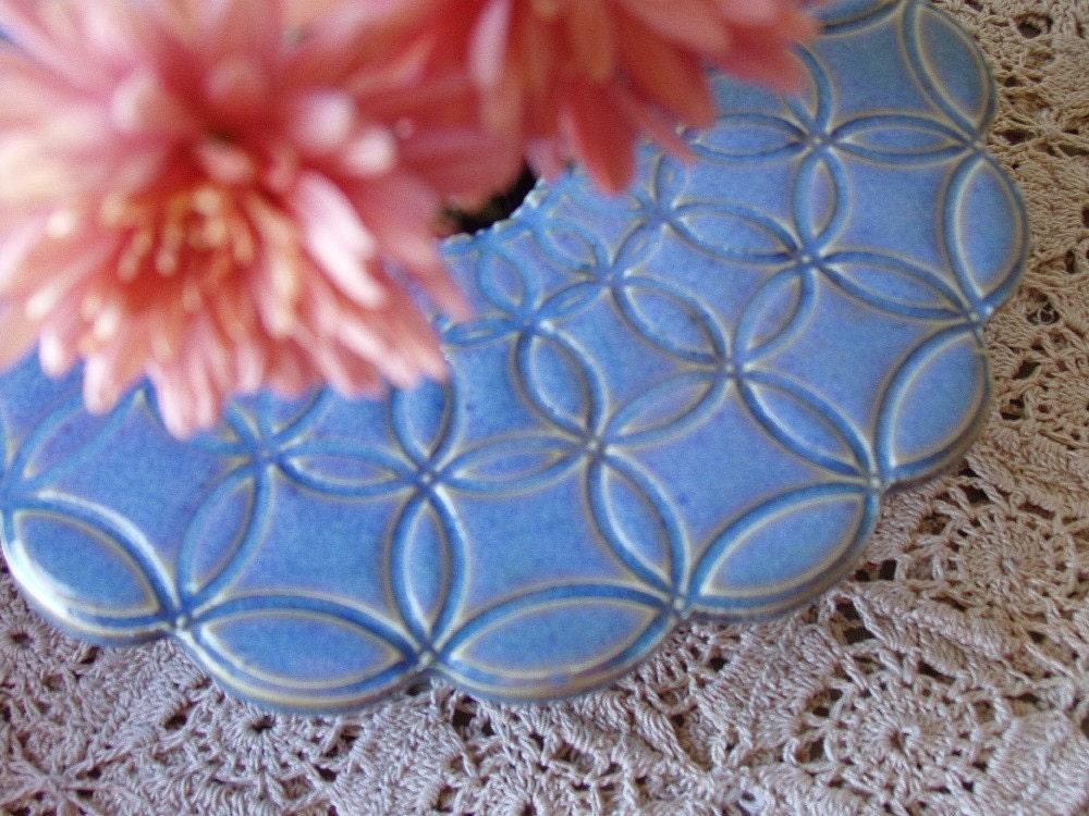 Circle Doily Ikebana Vase