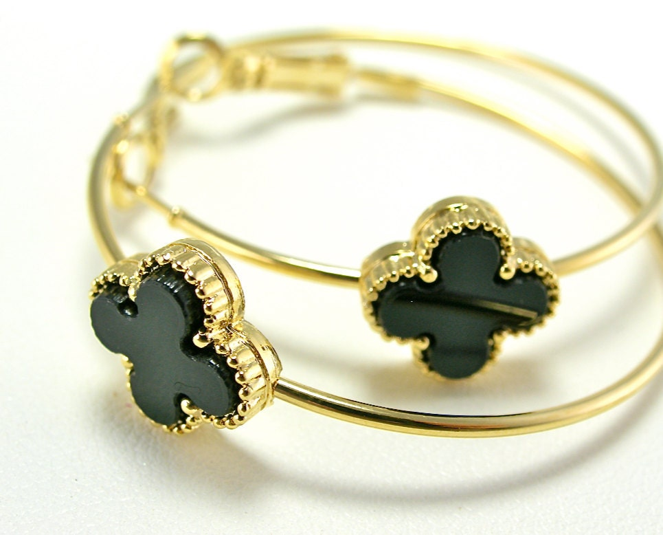 Jet Black Clover Flower Slender Gold Hoop Earrings