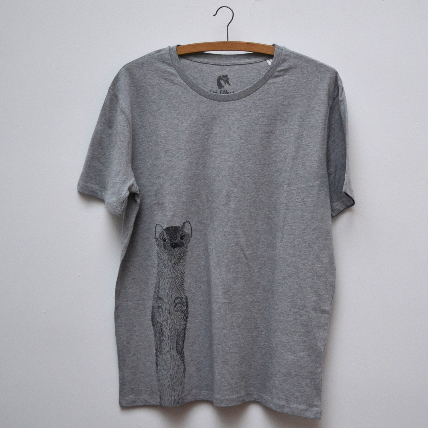 T-shirt for men with weasel print | Heather grey | 100% organic soft bio cotton | ArtEffectPrints - ArtEffectPrints