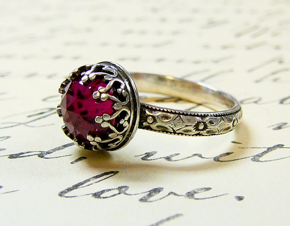 Beautiful Gothic Vintage Sterling Silver Floral Band Ring with Rose cut Ruby and Heart Bezel - EternalElementsShop
