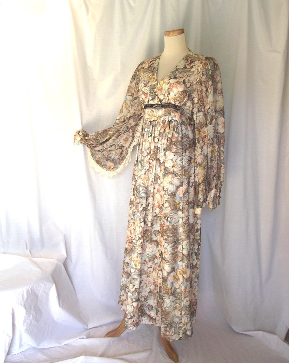 Vintage 70s Maxi. Romantic Gown Boho Dress Sz M