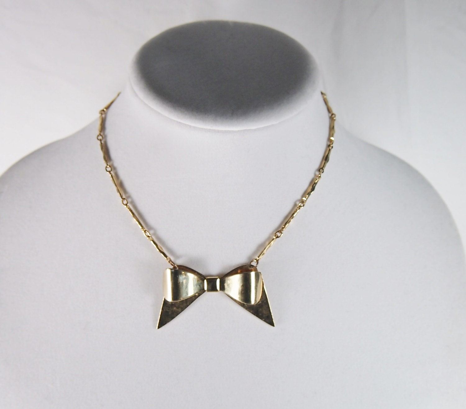 bow tie gold tone choker necklace 60s vintage by jenniesjunque