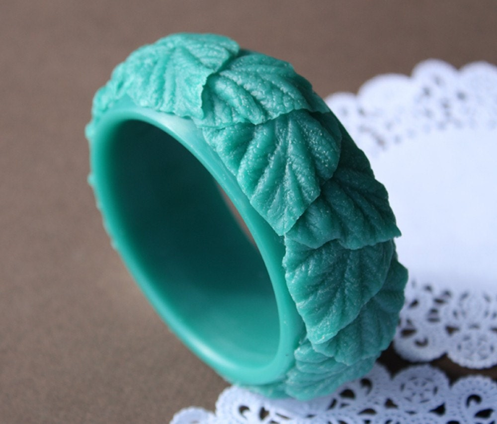 green leafy bangle