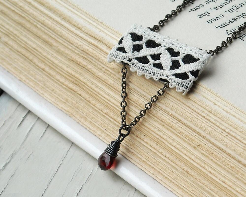 Гранат ожерелье, Vintage кружева, черный, белый и красный цвета осени