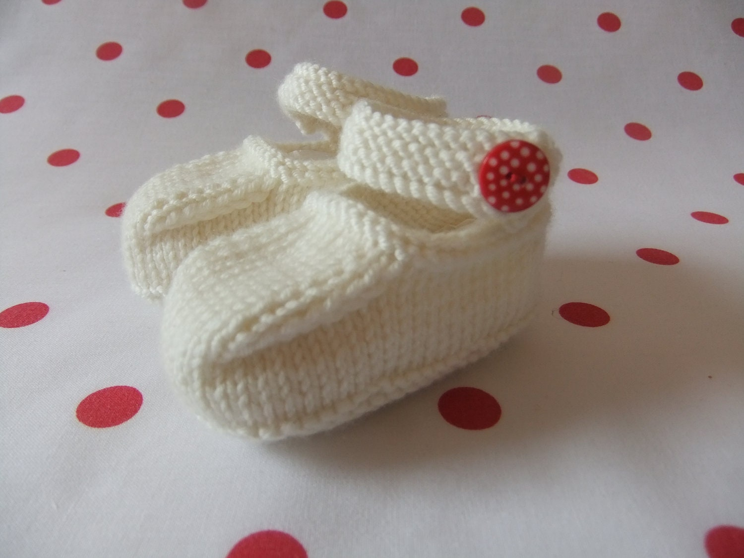 Hand knitted cream MaryJane baby shoes   03 36 and 69 months