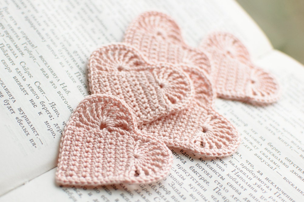 Set of 10 Crochet hearts applique Wedding decoration embellishment pale pink shabby chic
