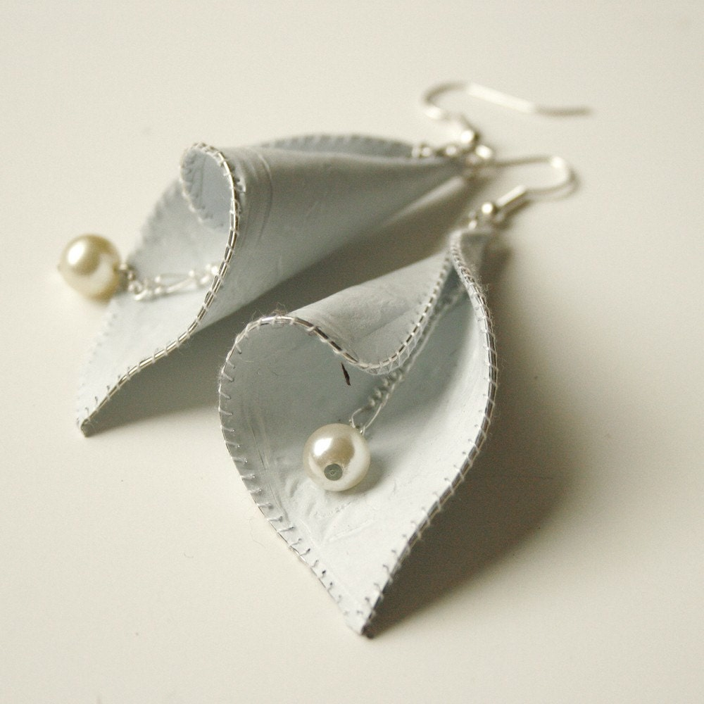 Calla Lily Earrings in White