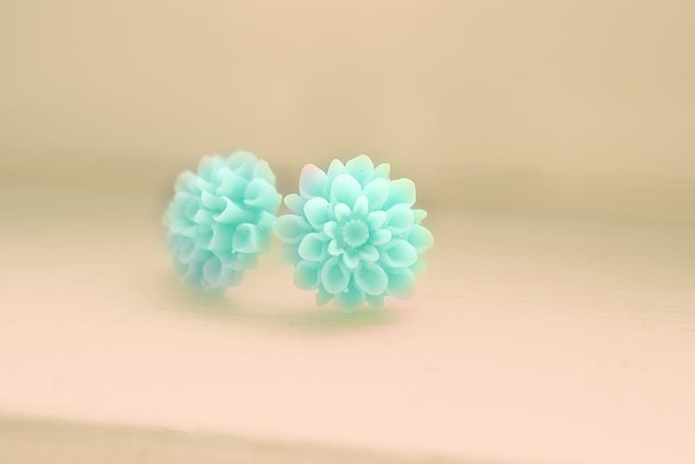 Aqua pompom fiore earrings