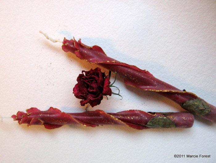 Блеск Роуз сужается - 8 дюйма Пара, Бургундия Золотой Edges - Чистый пчелиный воск - Уникальные Эко Свечи люкс по исполнителю Марси Лесная