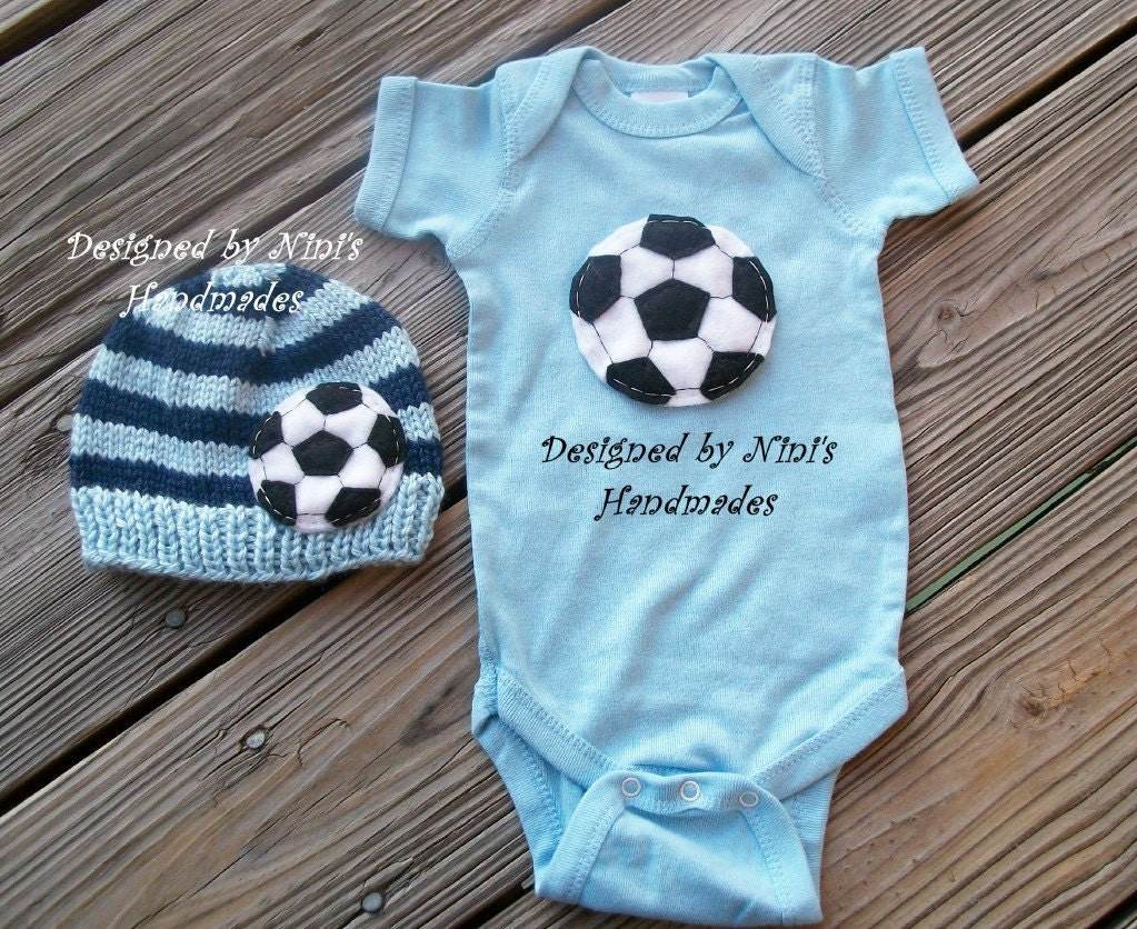 toddler & baby clothing Gear up the little sports fan in your life with toddler and baby clothing from Nike. Shop clothing styles that are built for ultimate comfort so .
