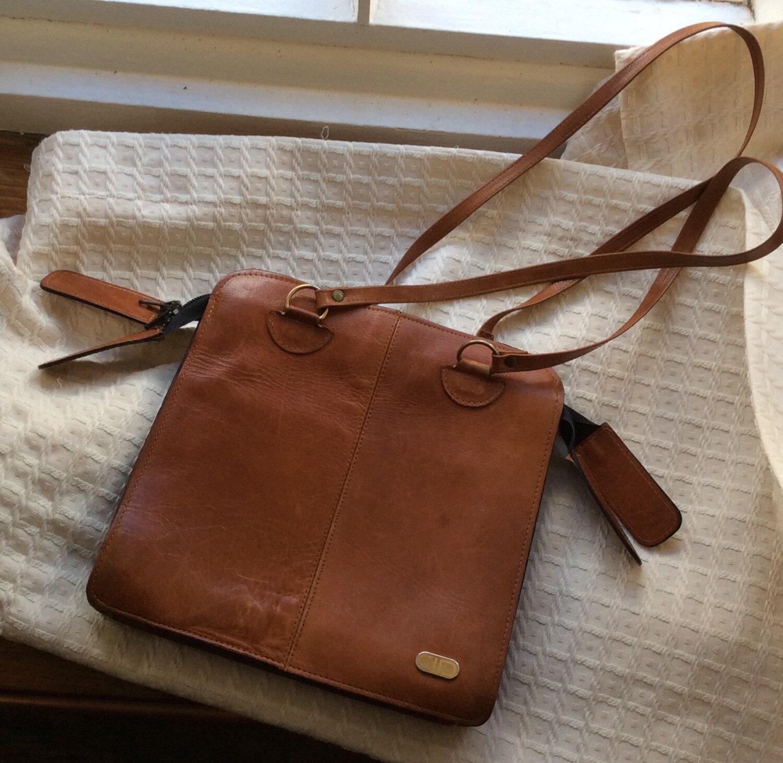 Vintage 1970s natural light tan leather shoulder bag