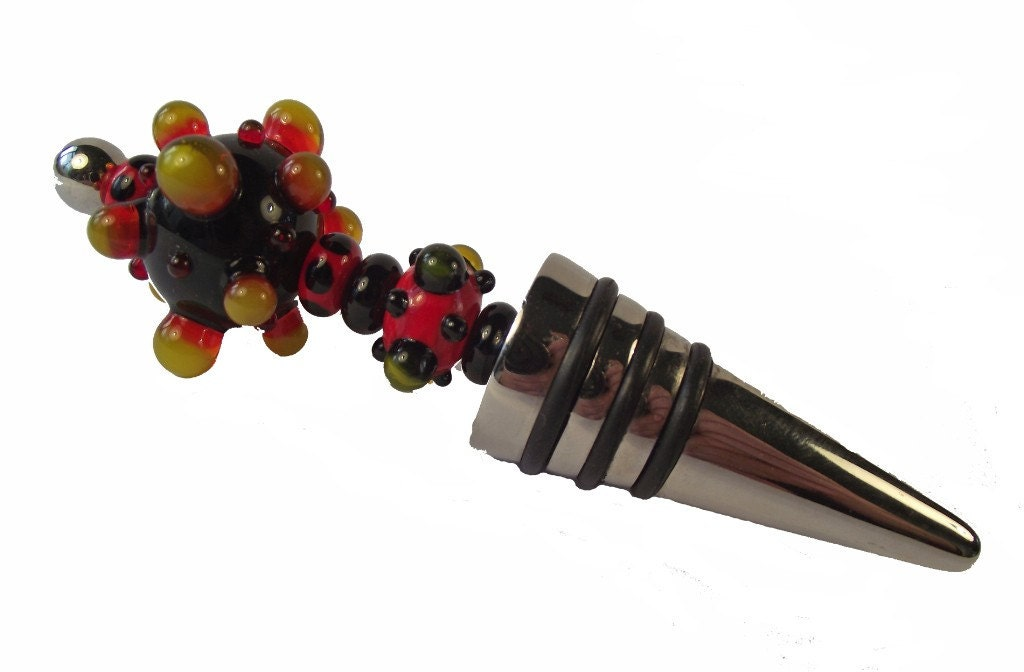 This is a striking bottle stopper with the largest bead measuring 22x33mm