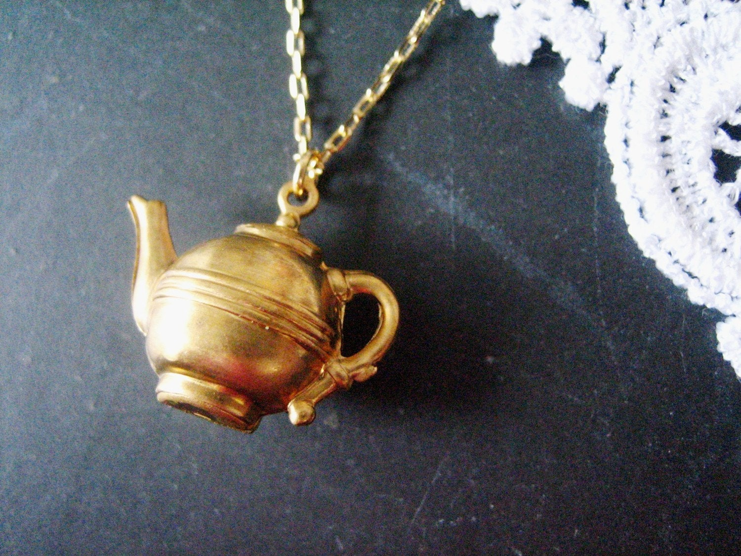 LADY GRAY sweet brass teapot necklace (gold)