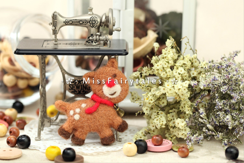 Needle Felting Kit Reindeer Brooch Christmas Deer Bell Merino Wool Felt DIY Handmade Miniature Craft MissFairytales - MissFairytales