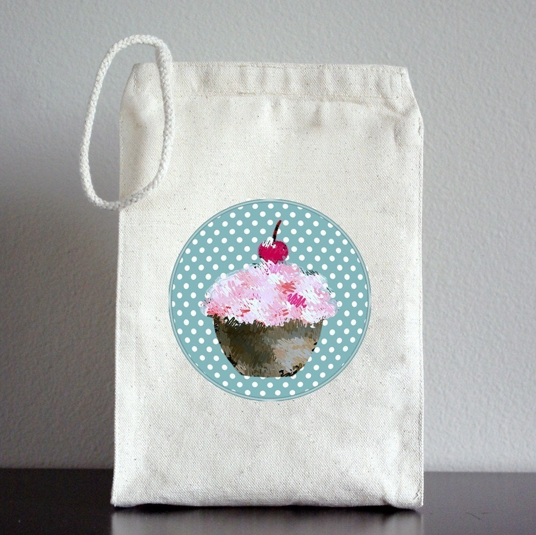 <br />RECYCLED Lunch Bag - Cupcake on Polka Dots