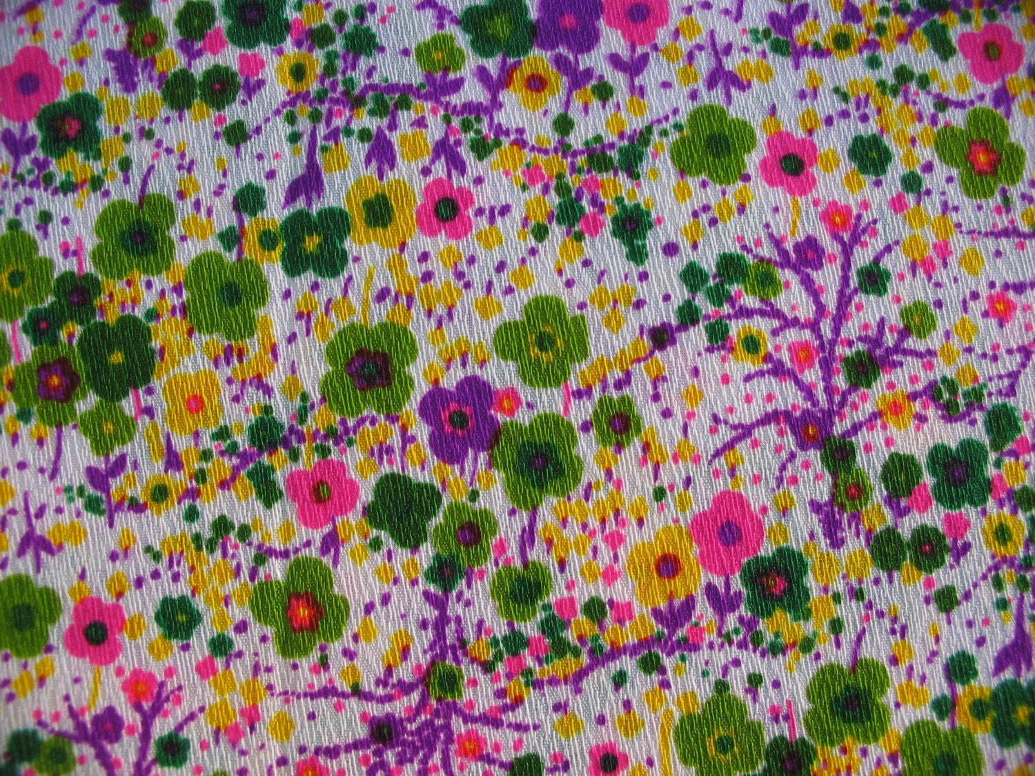 Vintage 1970s 1960s Life On Mars Psychedelic Flower Power Crazy Bark Cloth 18 inches 45.7 cm
