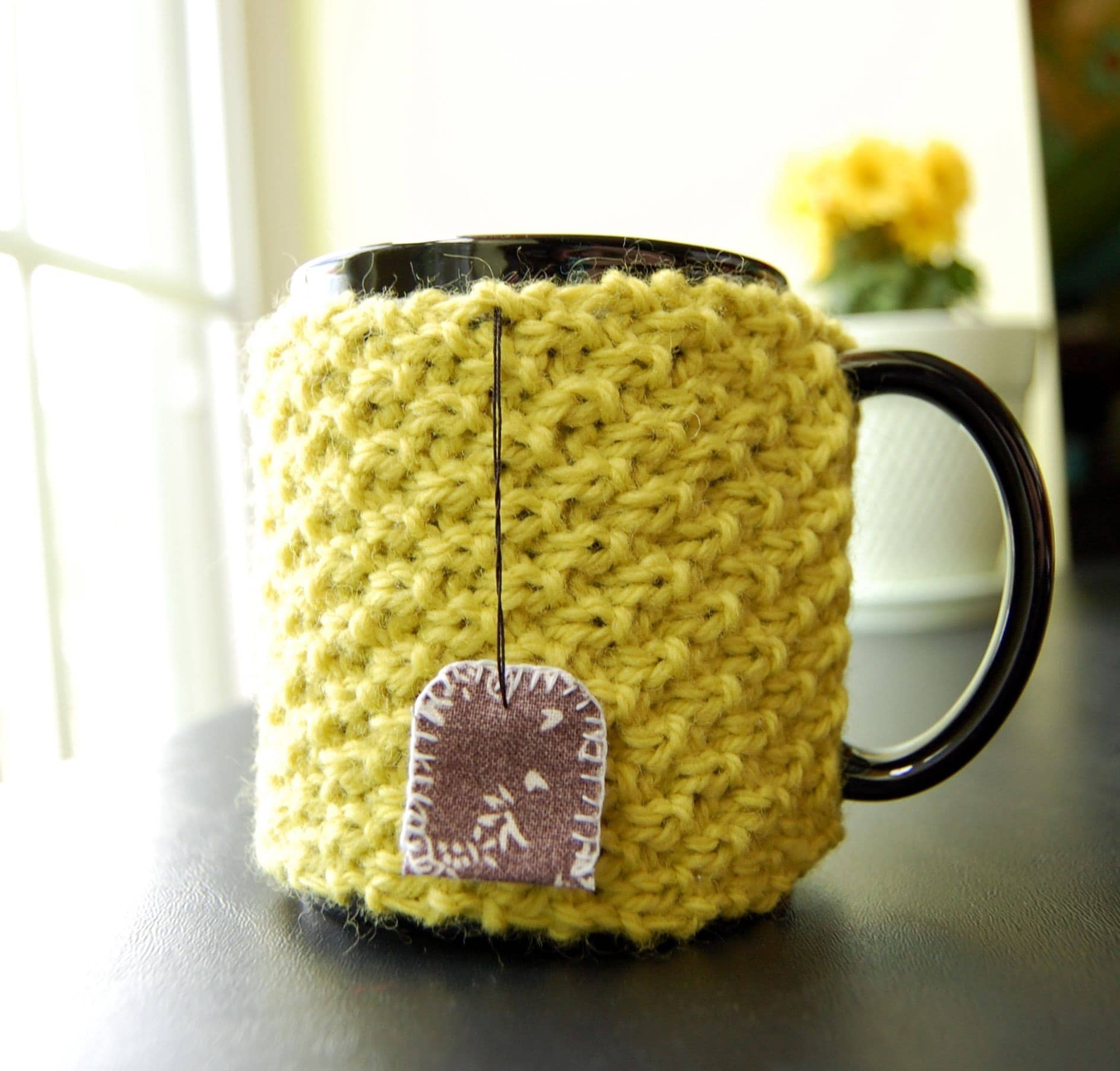 Tea Cozy - Knitted with Hanging Tea Bag