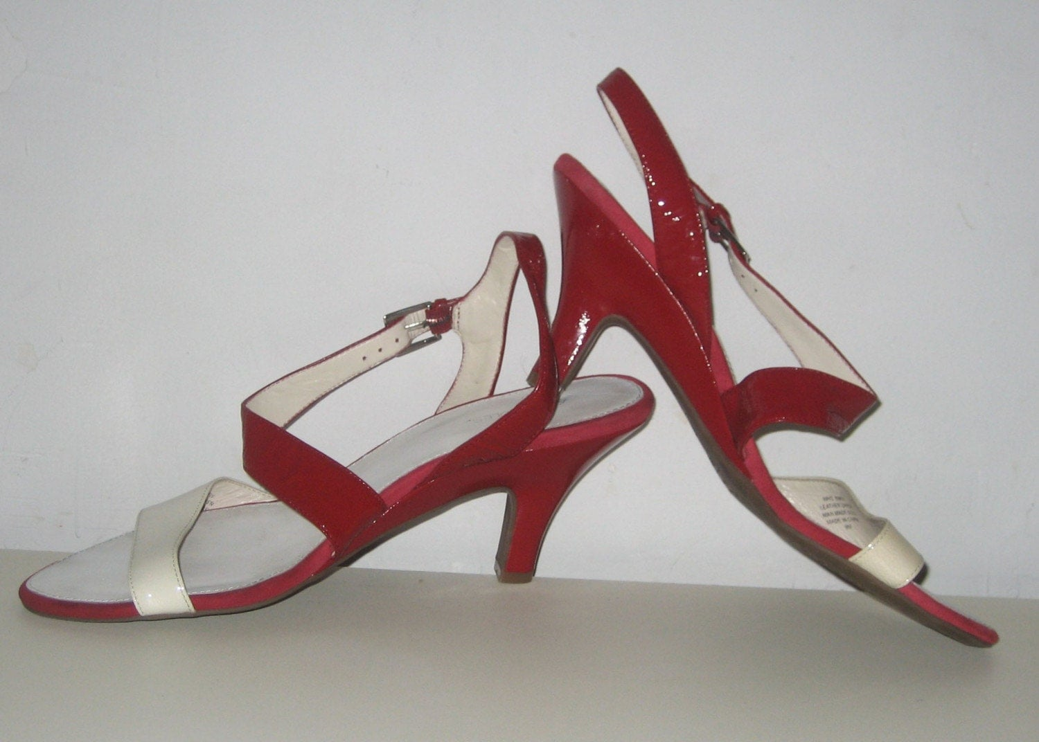 Vintage Red and White 2 Toned Patent Leather Slingback Sandals size 9