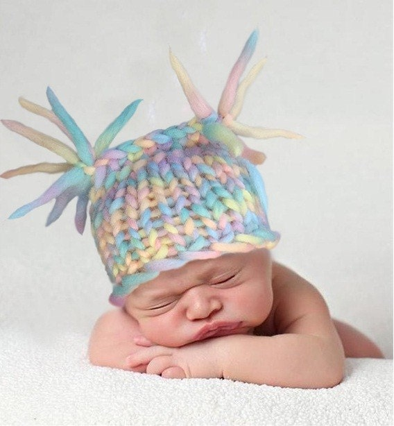 Perfect photo prop.Square hat from a chunky wool . Size 0 - 3 month.