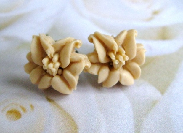 Vanilla Cream Stud Earrings