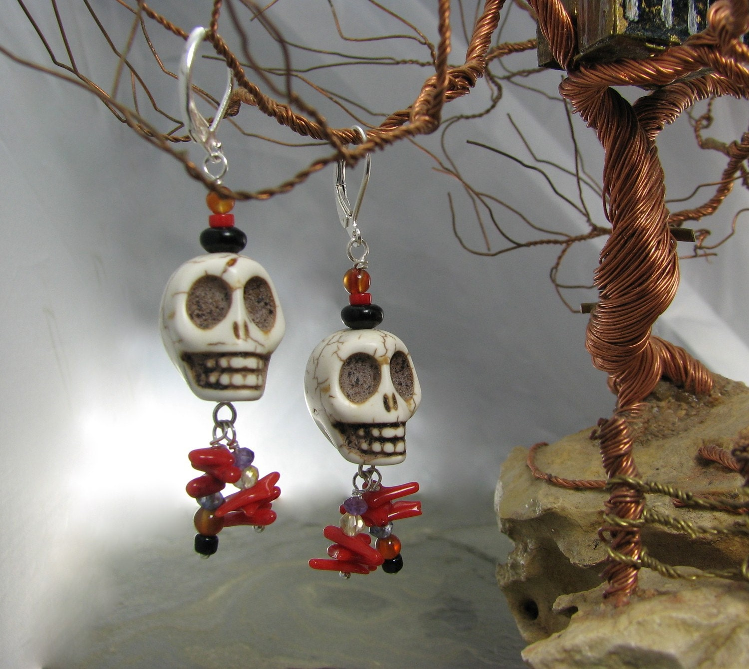 Hanging Tree skull earrings