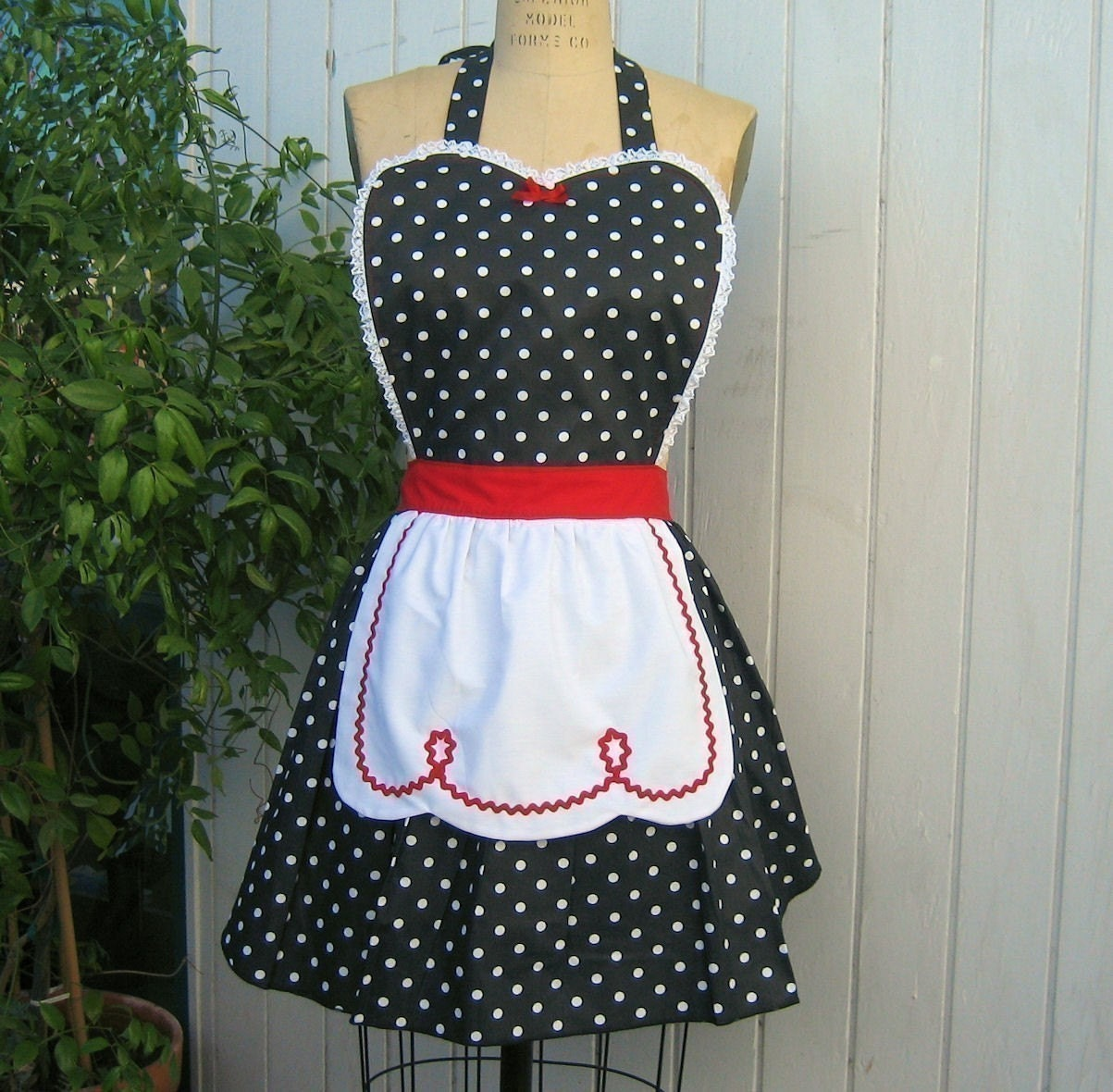 I LOVE LUCY ...... RETRO red BLACK POLKA DOT APRON with fifties details make a sexy hostess gift and is vintage inspired flirty womens full apron