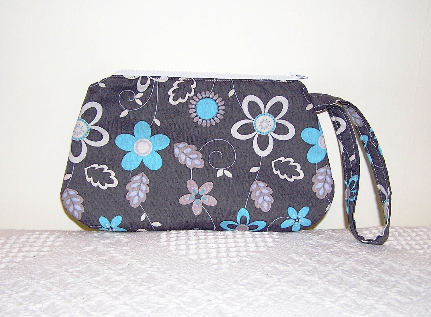Wristlet Gray Turquoise Florals