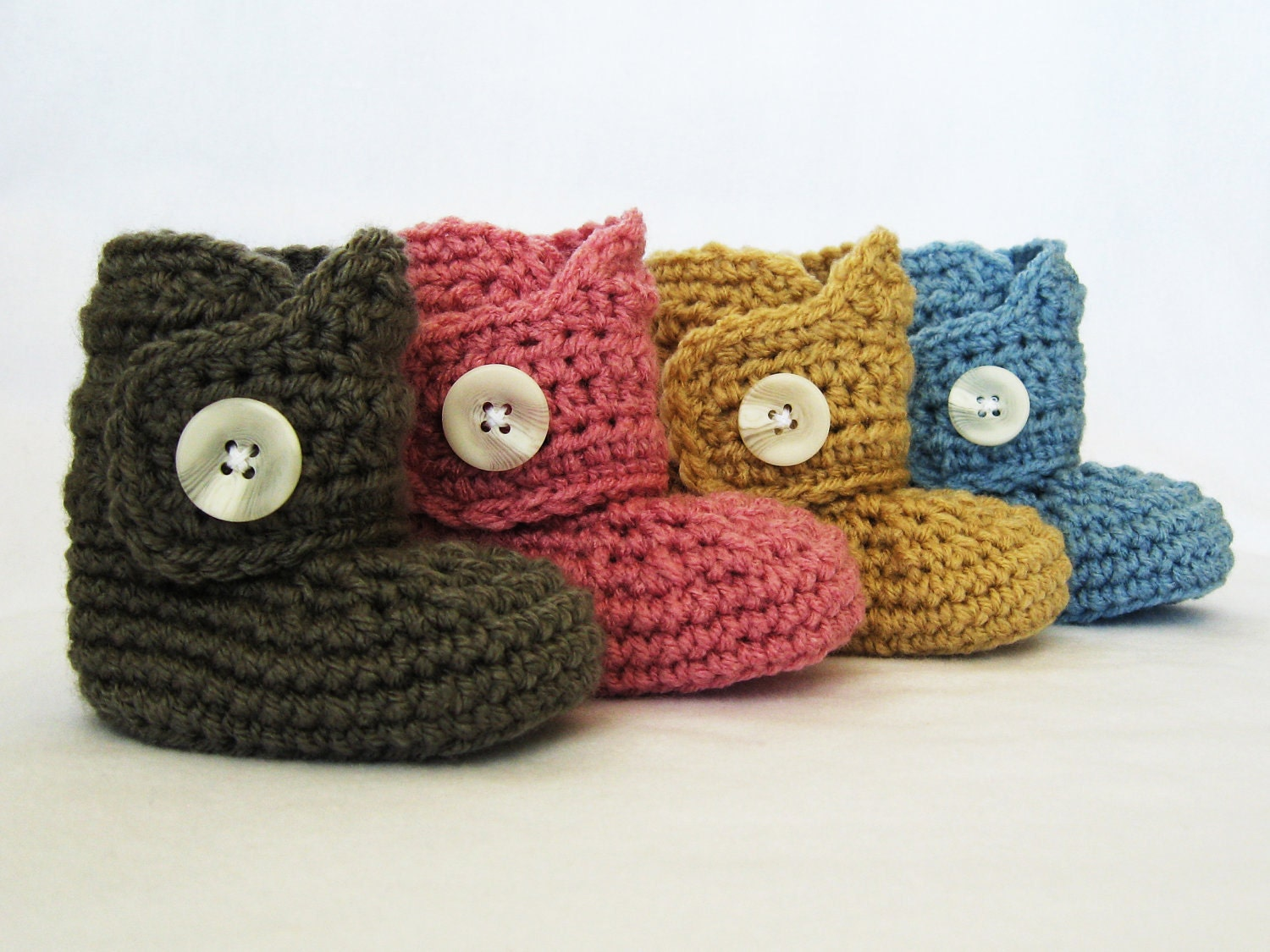 Baby Button Boots CROCHET PATTERN (4 sizes included: newborn-24 months) Permission to sell finished items