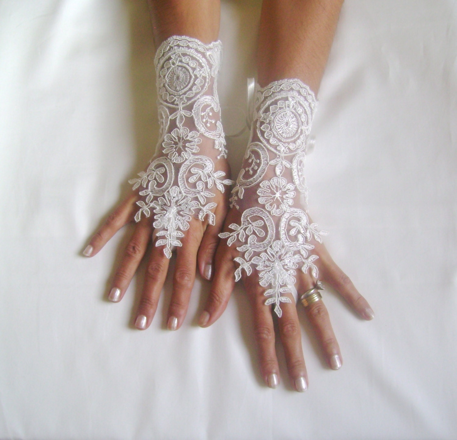 Wedding gloves off white free ship wedding gown french lace off cuff bridal glove lace for bride party prom jubilee - GlovesByJana