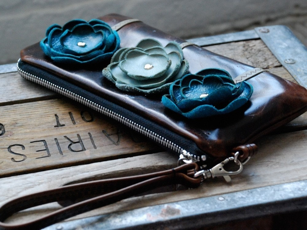 Leather Poppy Wristlet- Glazed Chocolate