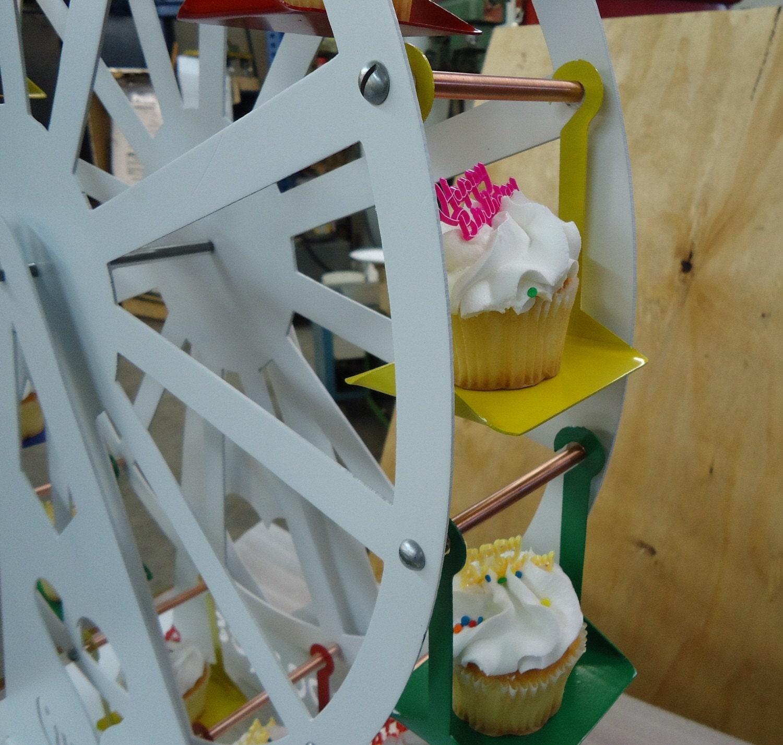 Cupcake Ferris Wheel - FREE SHIPPING