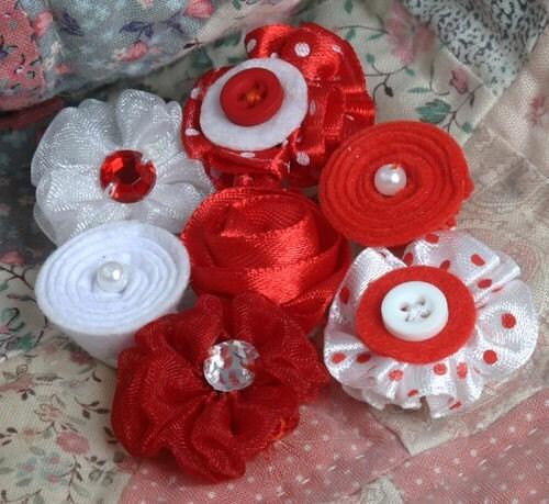 فلور ارایش قرمز لایه ابریشم خالص و مینی گل پارچه تکه دوزی با دکمه ، مروارید ، سنگ مصنوعی بیرنگ و براق و مراکز embellishments مخلوط برای scrapbooking cardmaking headbands مجله
